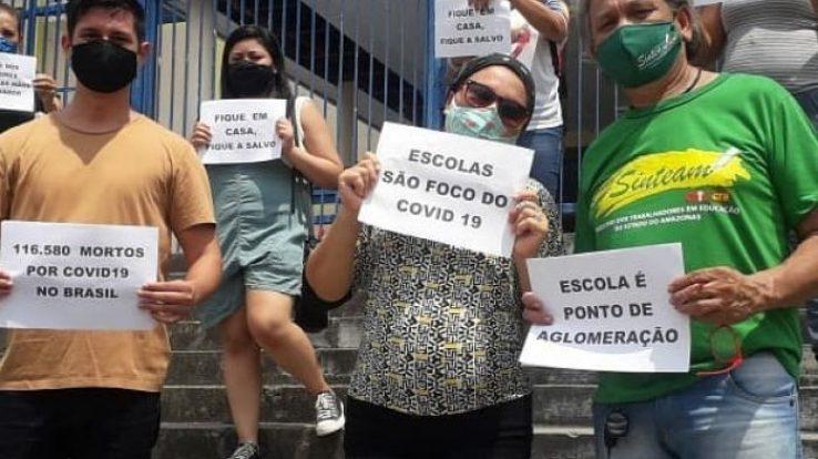 Rumo à greve: Em Manaus, trabalhadores da educação protestam contra aula presencial