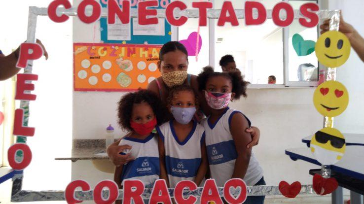 Mãe denuncia aglomeração em festa do Dia das Crianças organizada por escola de Salvador