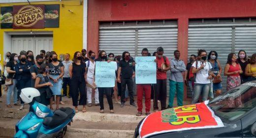 Trabalhadores da Educação protestam em Ibicoara e denunciam a falta de pagamento dos salários de dezembro e 1/3 das férias