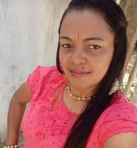 Pesar pela morte de Lauriza de Jesus Santos, funcionária de escola em Acajutiba