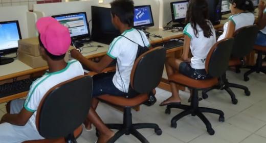 APLB comemora promulgação da lei que garante R$ 3,5 bi para internet de aluno e professor da rede pública