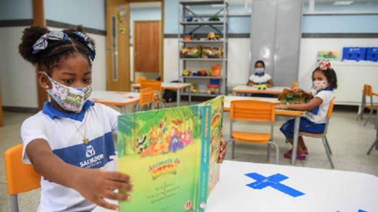A TARDE – Prefeitura e APLB definem data da volta às aulas presenciais em Salvador