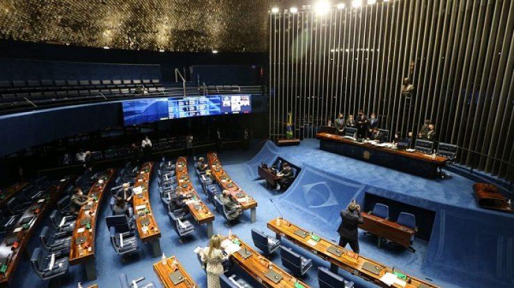 """Senado aprova em 1º turno PEC que desobriga gasto mínimo em educação. """"O direito à Educação não pode ser impactado pela aprovação de políticas de desfinanciamento"""", critica Rui Oliveira"""