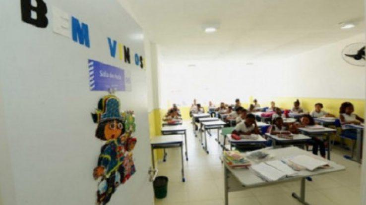 Menos, prefeito! A Escola forma cidadãos plenos dos seus direitos!